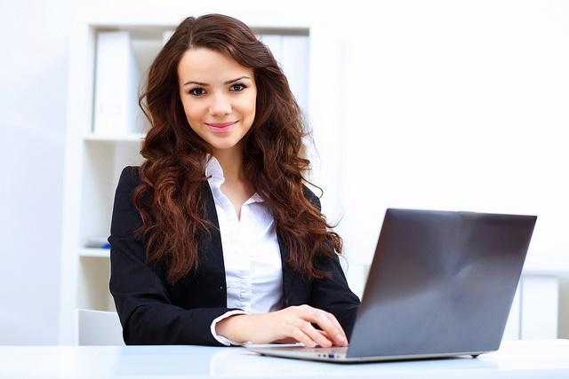 woman-at-computer